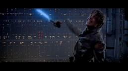 Luke Skywalker con la mano cortada
