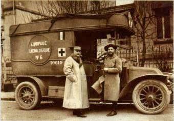 Madame Curie en una ambulancia radiologica